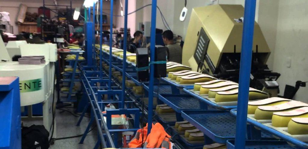 Fábrica de zapatos deportivos (área: producción y operaciones)