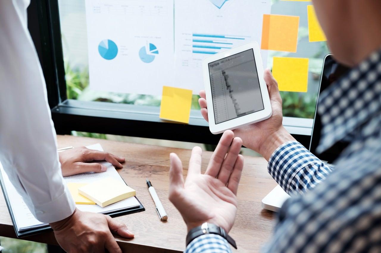 """La frase """"probar y lograr"""" aplica a empresarios que recopilan información, meditan sobre los problemas y los resuelven"""