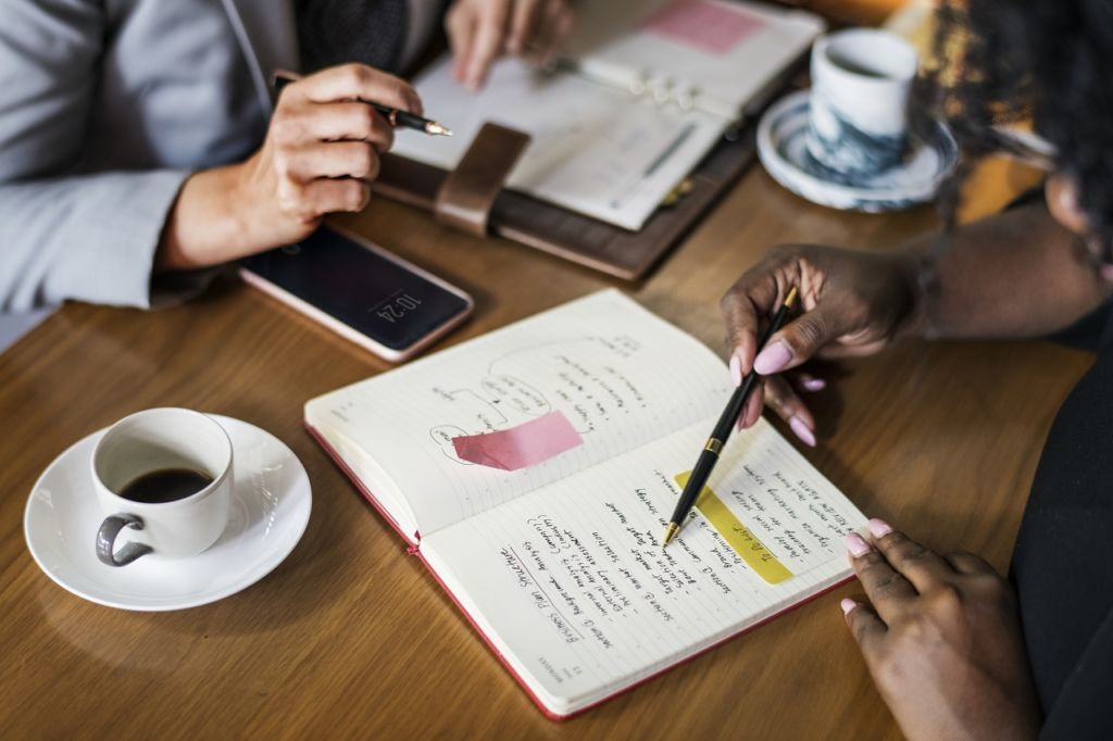 La actividad de definir un proceso debe abordarse en equipo