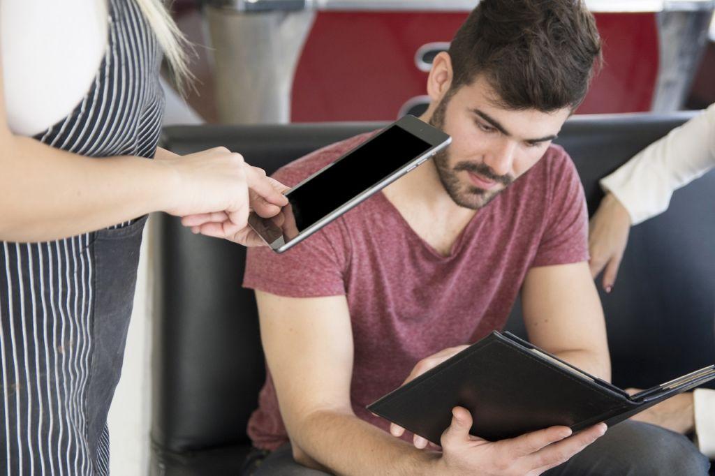 Descubre segmentos a través de la observación, entrevistas y encuestas