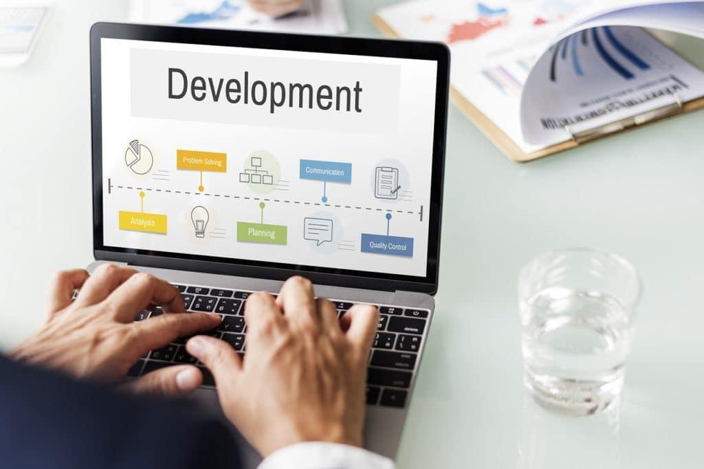 Hay 2 actividades básicas en toda organización empresarial: administrar y gestionar...