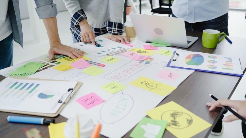 Un modelo interesante es el de la estructura por proyecto: supone el enfocarse en un proyecto, proceso u objetivo específico dentro de la organización