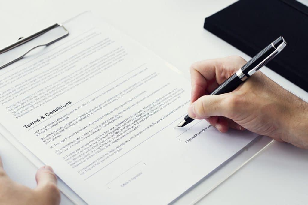 Si estás pensando invertir en una franquicia, debes identificar todas las pautas establecidas en el contrato